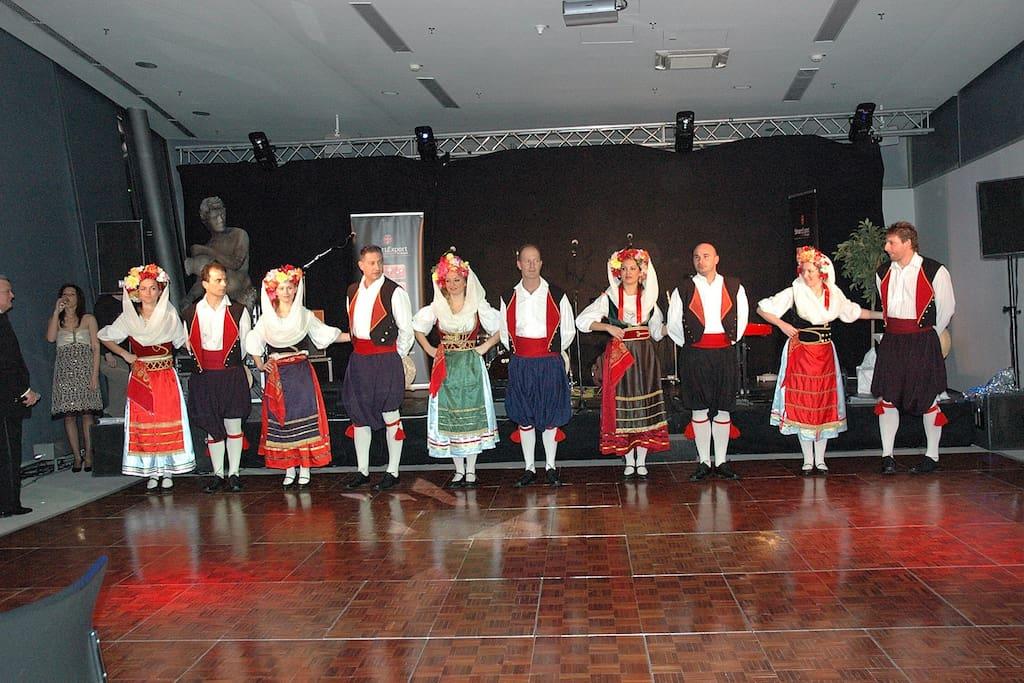 Greek dancing in Ipso's tavernas