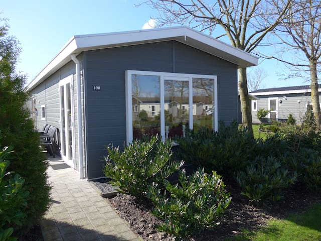 Chalet 108 /6p. Area Amsterdam/Max.€85 p night