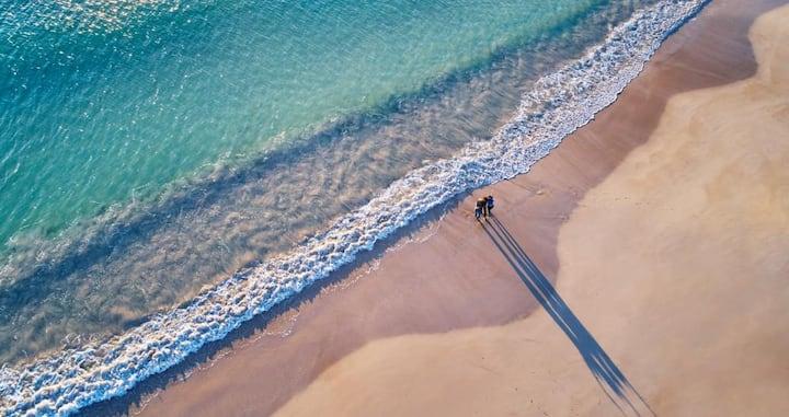 The Salty Captain - Beachside Getaway