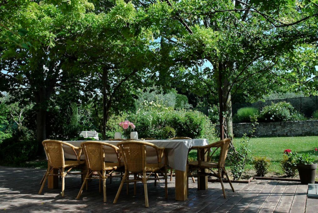 The shaded terrace is perfect for outdoor barbecues and Provencal  meals, from breakfast to lunch, apero and evening dining.