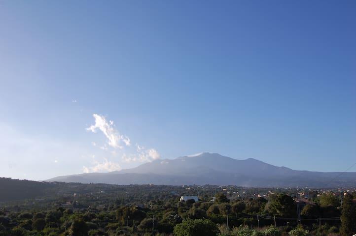Studio avec terrasse vue sur la mer et Etna