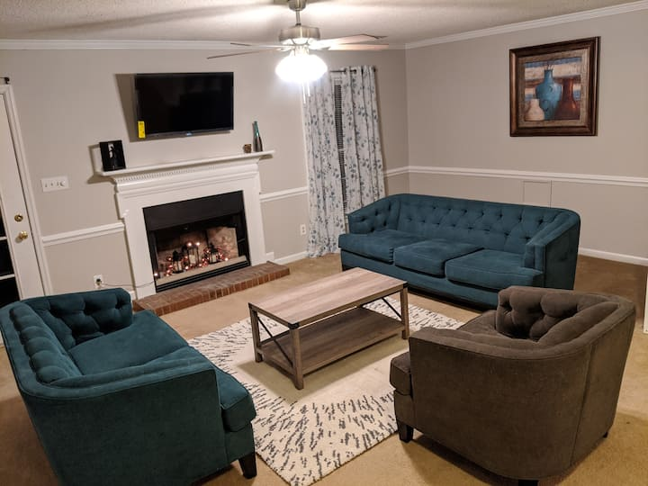 Newly renovated Renee Getaway!! (Pet friendly)