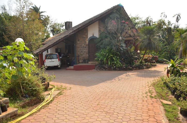 WEEKEND NURSERY AND COTTAGES - DELUXE - KHANDALA - Khandala  - Hus