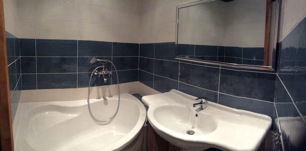 "la salle de bain de la chambre ""Alpage"""