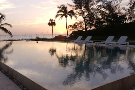 La Bougainvillea Hotel, Eleuthera Bahamas - Bed & Breakfast