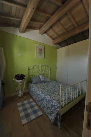 camera doppia piano giardino