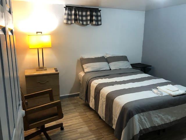 Very nice and quiet basement room#1