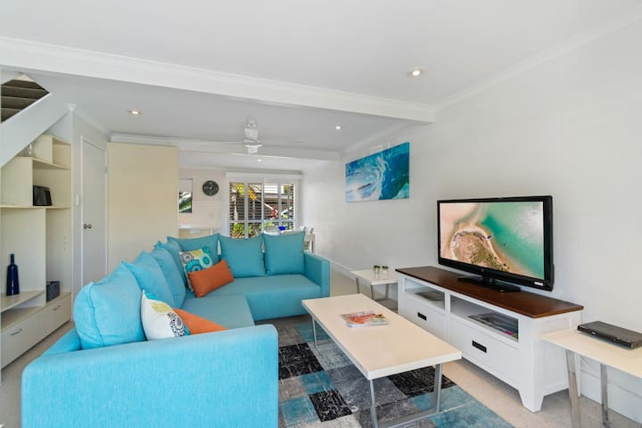 RELAXING NOOSA RIVER-CONVENIENCE,STYLE,COMFORT