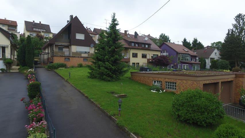 Nettes Häuschen mit großem Garten - Köngen - House