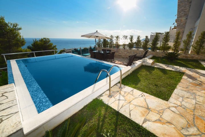 Villa with private pool and breathtaking view