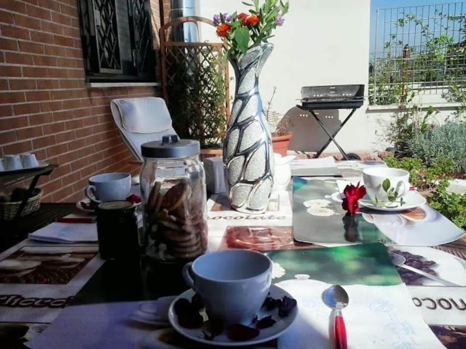 La vostra prossima colazione in giardino/ a lovely and sunny breakfast at the house garden