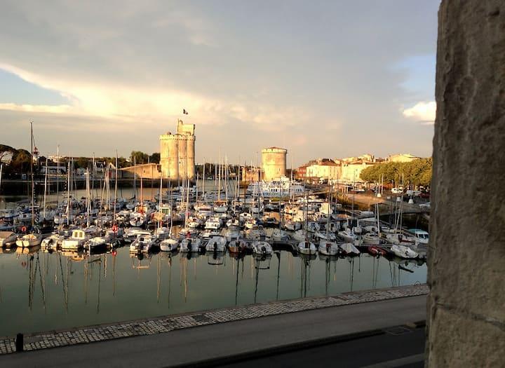 Beau T2 design sur le Vieux Port de La Rochelle