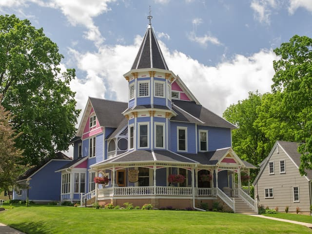 Well-Established, Downtown B&B - Faribault - Bed & Breakfast