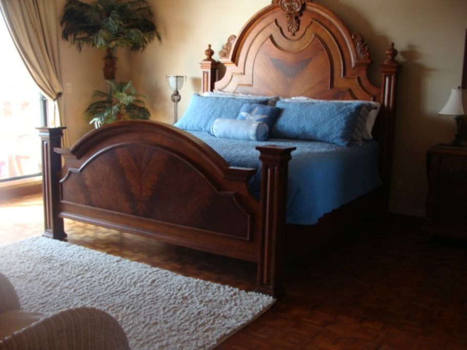 Large master bedroom with king bed. Quality linens and comfortable mattress. Great views from this room. Large sliding doors to top deck. Bathroom with tub, large walk in closet, LED TV/ DVD.