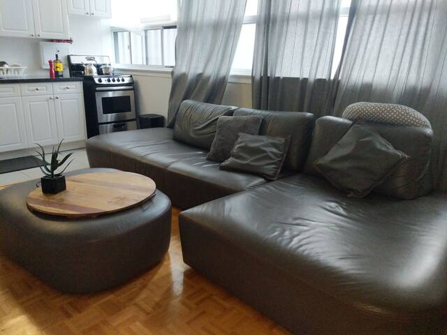 2 BEDROOM  IN DOWNTOWN TO near SUBWAY, PARKING Inc