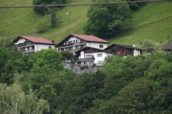 Moderne Ferienwohnung in Waldnähe in Mastrils