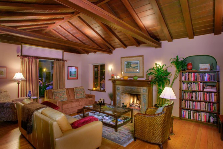 (URL HIDDEN)Living Room