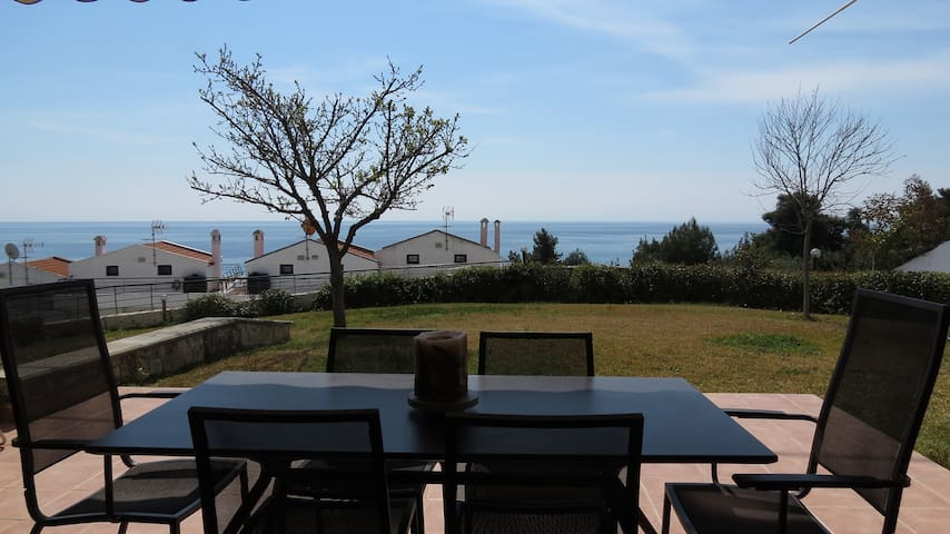 Sea View Maisonette (4 BDR) - Kalandra