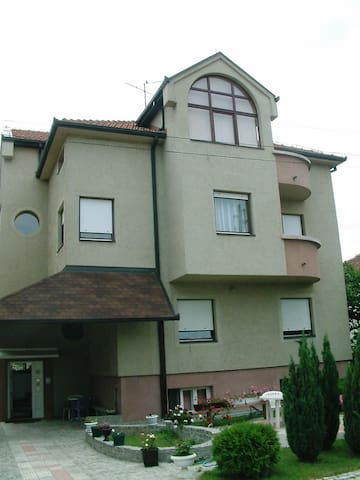 Fully furnished 3-bedroom floor - Vranje - Apartemen