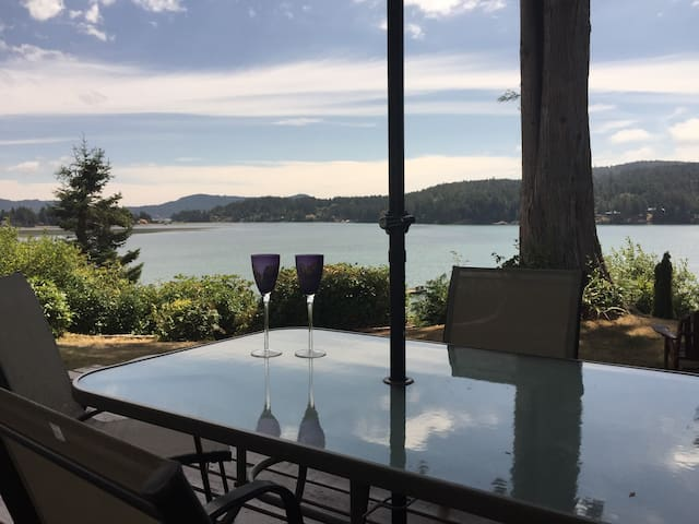 Oceanfront Cottage, Private, Hottub, Fireplace - Sooke - Rumah