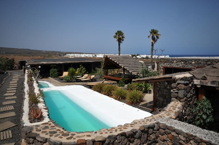 Cozy Eco Garden Cottage, Beach, Pool, Sea Views