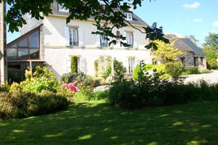 Belle maison au coeur d'un hameau  - Saint-Ségal - House