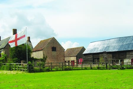 Studio apartment in converted cider barn. - Fiddington