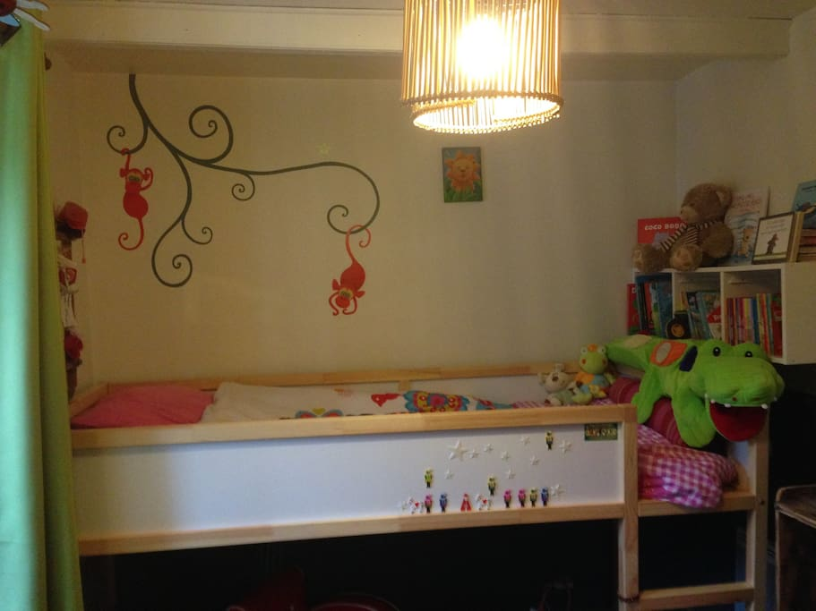 1ère Chambre d'enfant avec lit superposé sécurisé