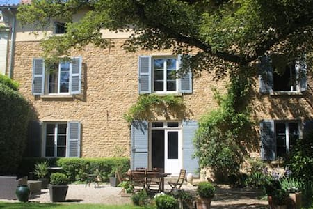Beaujolais Bed and Breakfast - lacenas - Bed & Breakfast