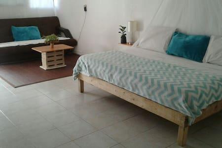 Casa pequeña tipo estudio. - Cancún - Bed & Breakfast
