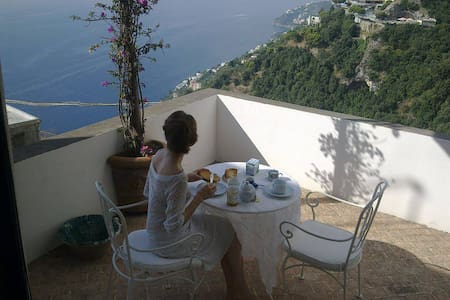 Cozy apartment  large terrace on the Amalfi Coast