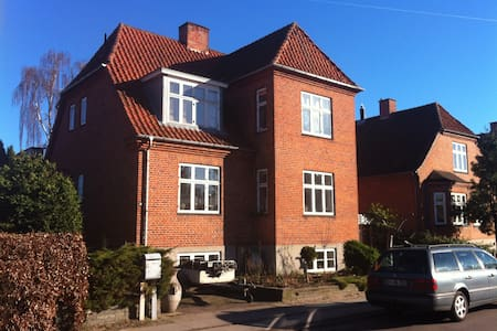 Große Wohnung in Køge Z. neben Cph. - Køge - Lägenhet