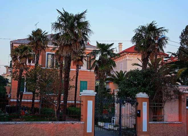 Seafront Apartment In Italian Villa