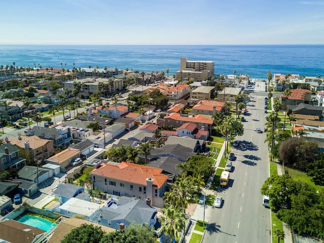 SUNNY REMODELED BEACH COTTAGE BLOCK TO THE BEACH!! - Redondo Beach - Casa