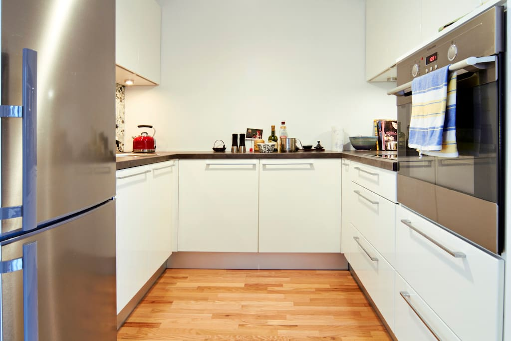 Fully equipped kitchen, incl dishwasher. Find inspiration from our cookbooks (photo: K. Treimann)