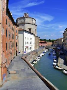 Camera Azzurra sui canali Livorno