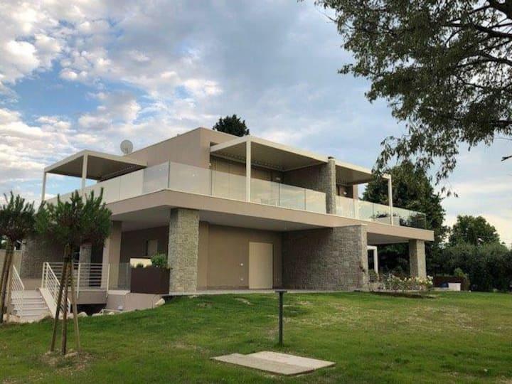 Villa Antolou, Lazise