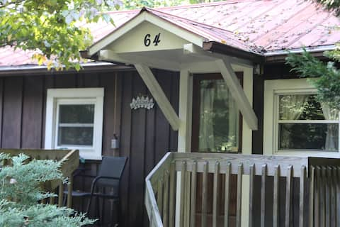 Cozy Cabin at White Squirrel Cabins - PET FRIENDLY