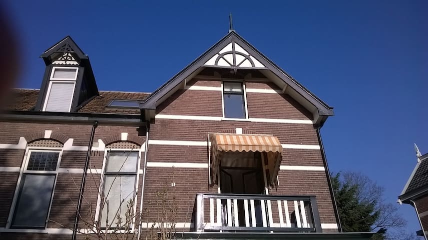 Spacious Attic, 22 min from A'dam