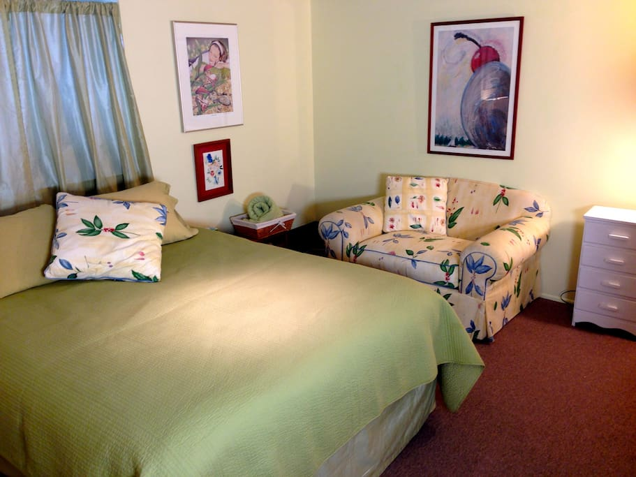 Double bed, and a comfy spot for reading.  We provide towels and linens.