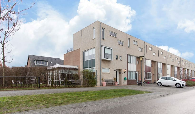 Large, baby-friendly family home in Zoetermeer