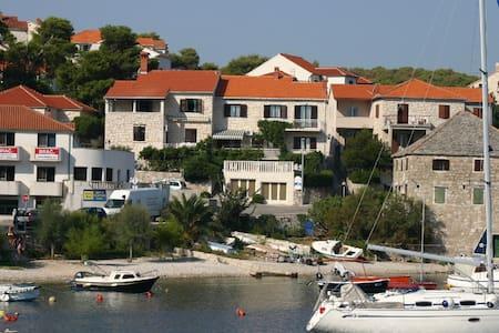 Dorotea 2+1, apartment by the sea