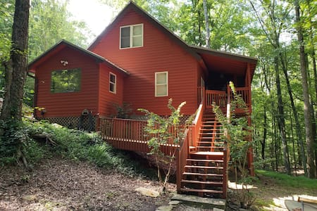 Adorable Saluda Cabin near the Green River