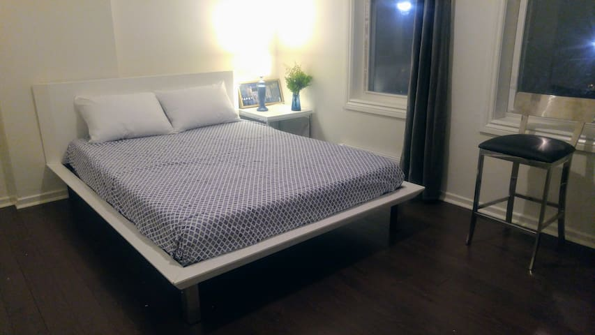 The Sapphire Room (Queen Bed) at College/Bathurst