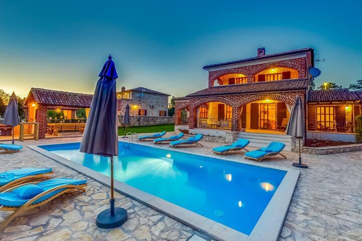 Villa Happy Holiday - Višnjan - Villa