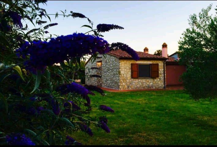 Villino con ampio giardino Terme - Rocchette di Fazio - Hus