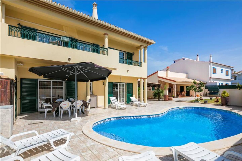 Villa pool and barbecue area