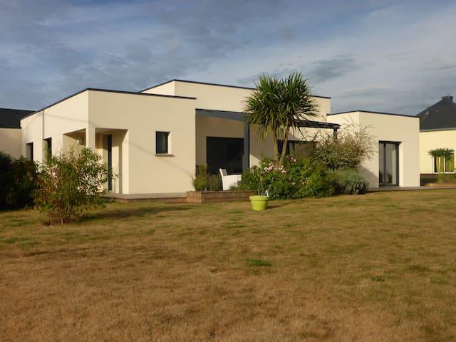 Maison moderne, plain pied lumineuse - Croixanvec - House