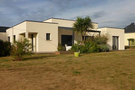 Maison moderne, plain pied lumineuse - Croixanvec - Casa