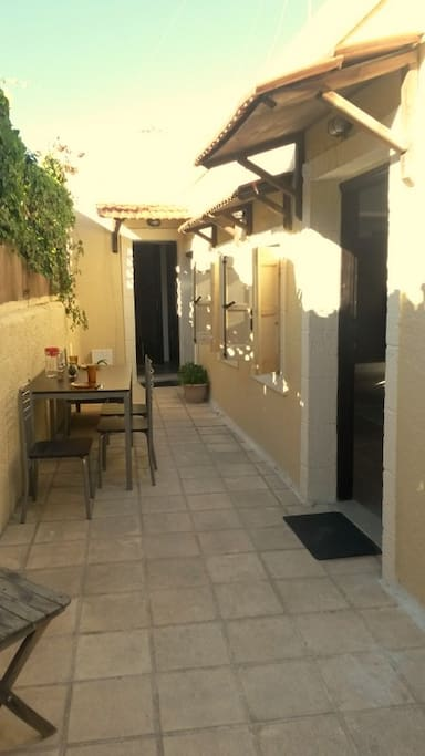 Open air courtyard (separate entrance to bedroom and to kitchen)